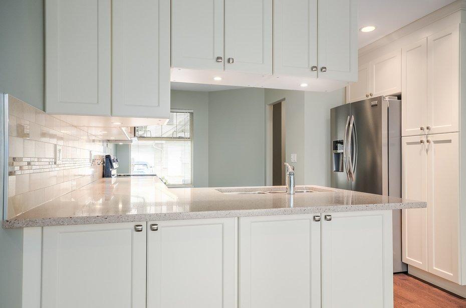 North Riverside Kitchen Cabinet